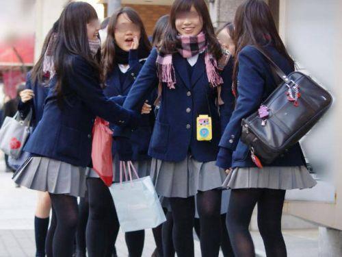 【画像】黒タイツを履いてる素人JKの美脚がエロ過ぎ! No.28