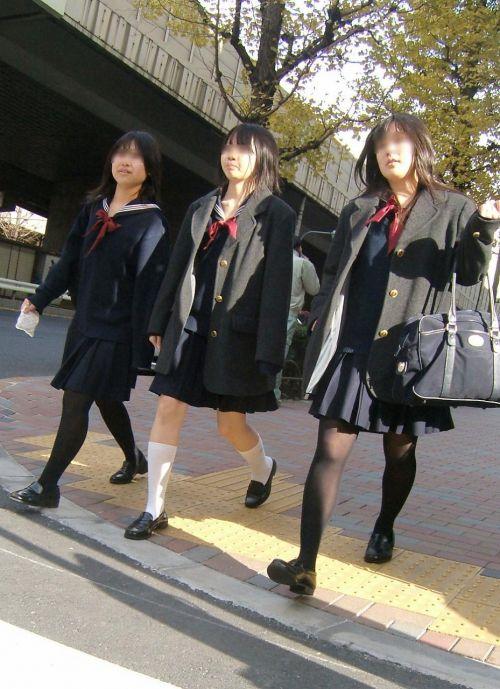 【画像】黒タイツを履いてる素人JKの美脚がエロ過ぎ! No.31