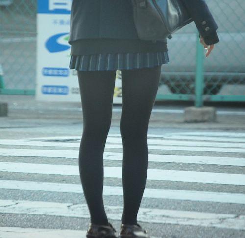 【画像】黒タイツを履いてる素人JKの美脚がエロ過ぎ! No.33