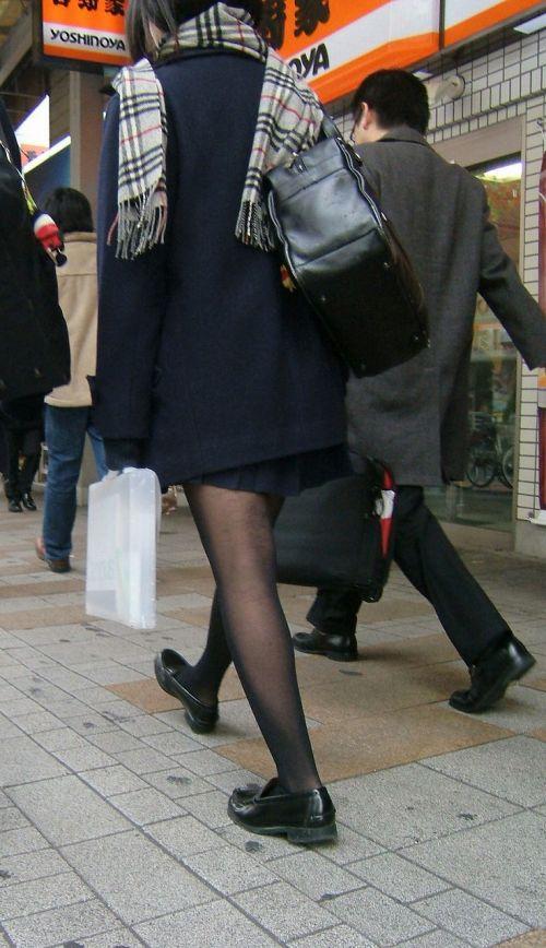 【画像】黒タイツを履いてる素人JKの美脚がエロ過ぎ! No.34