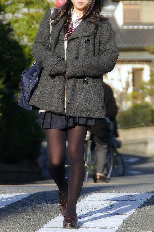 【画像】黒タイツを履いてる素人JKの美脚がエロ過ぎ! No.35