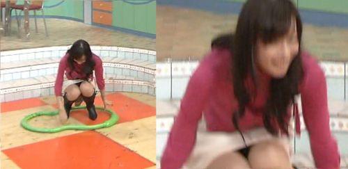 女子アナのテレビハプニングパンチラ画像が知的エロで抜けるwww 31枚 No.24