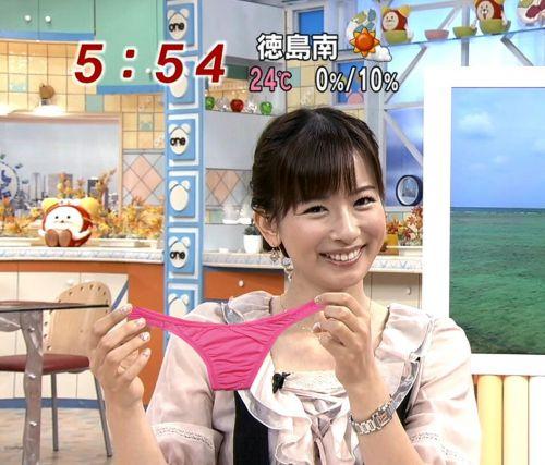 女子アナのテレビハプニングパンチラ画像が知的エロで抜けるwww 31枚 No.31