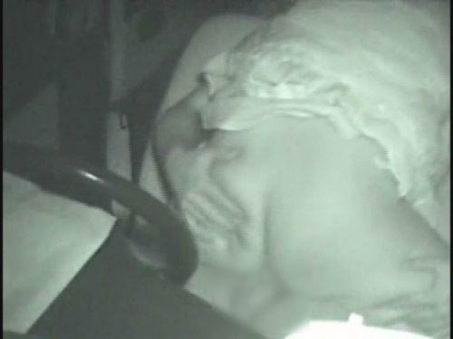 【画像】カーセックスしているバカップルを赤外線カメラで盗撮したったwww 38枚 No.27