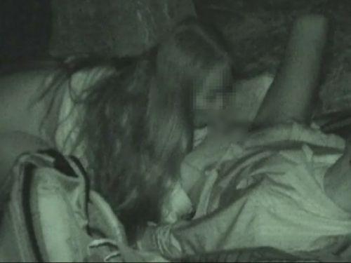 【盗撮画像】若いカップルの野外セックスが赤外線カメラで丸見えだわwww 32枚 No.3