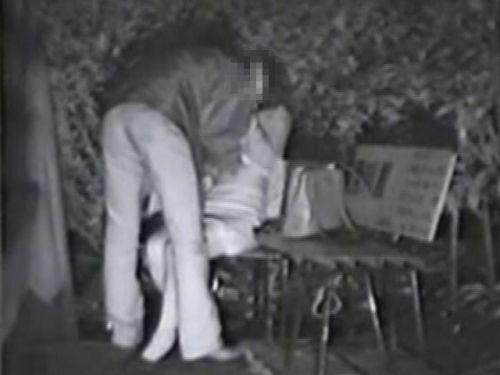 【盗撮画像】若いカップルの野外セックスが赤外線カメラで丸見えだわwww 32枚 No.7