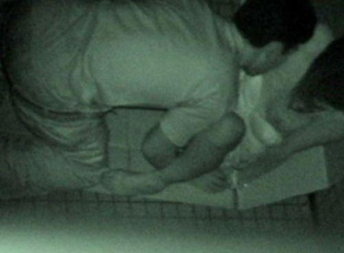【盗撮画像】若いカップルの野外セックスが赤外線カメラで丸見えだわwww 32枚 No.9