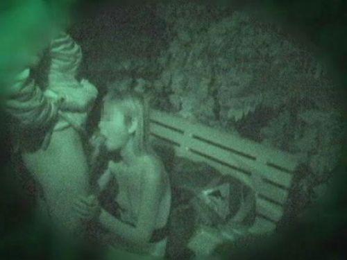 【盗撮画像】若いカップルの野外セックスが赤外線カメラで丸見えだわwww 32枚 No.11