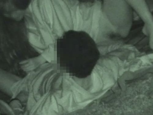 【盗撮画像】若いカップルの野外セックスが赤外線カメラで丸見えだわwww 32枚 No.17