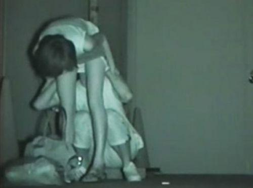 【盗撮画像】若いカップルの野外セックスが赤外線カメラで丸見えだわwww 32枚 No.27
