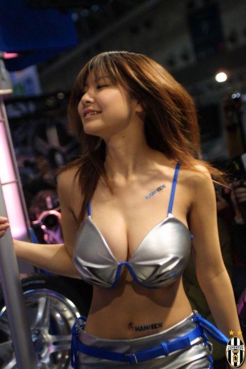 イベントコンパニオン・キャンペーンガールの胸チラ盗撮画像まとめ 31枚 No.4