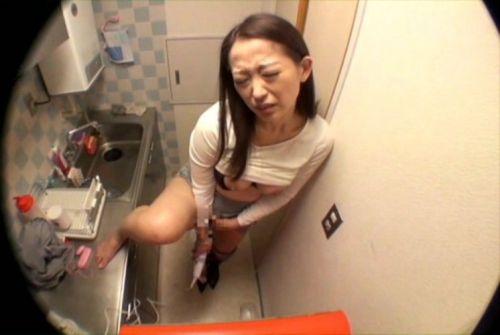 【エロ画像】女の子がバイブオナニーしてるのを覗き見盗撮した結果www 35枚 No.2