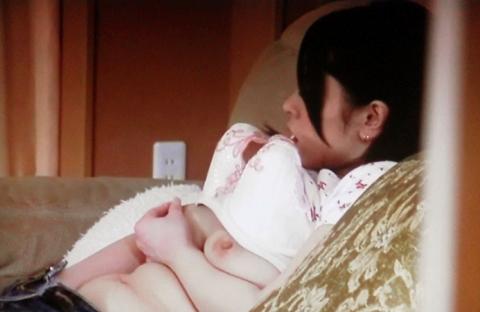 指でマンコをこねくり回してる女の子のオナニーを盗撮したエロ画像 33枚 No.4
