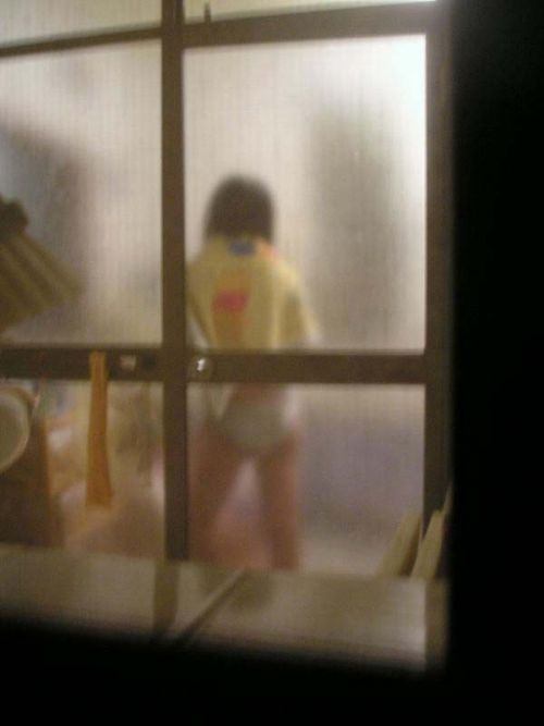 指でマンコをこねくり回してる女の子のオナニーを盗撮したエロ画像 33枚 No.18