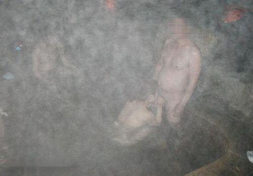 彼女や不倫相手と露天風呂で野外セックスしちゃってるエロ画像 38枚 No.30
