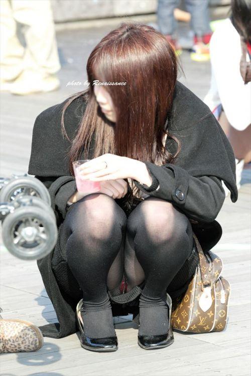 黒ストッキングお姉さんのしゃがみパンチラ盗撮画像まとめ 36枚 No.9