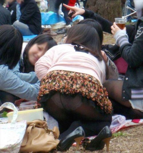 黒ストッキングお姉さんのしゃがみパンチラ盗撮画像まとめ 36枚 No.17