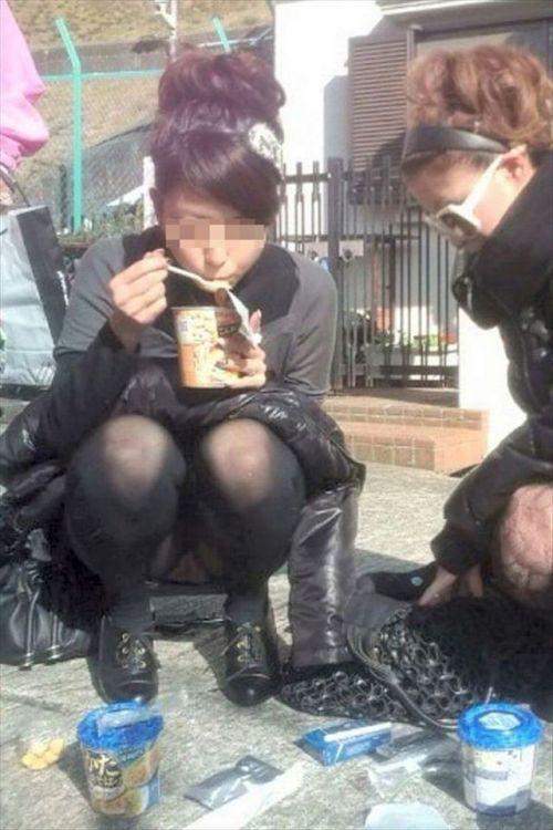 黒ストッキングお姉さんのしゃがみパンチラ盗撮画像まとめ 36枚 No.19
