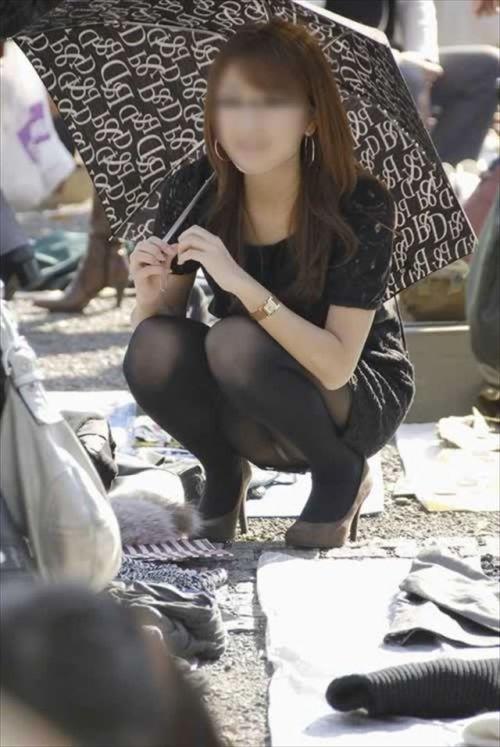 黒ストッキングお姉さんのしゃがみパンチラ盗撮画像まとめ 36枚 No.20