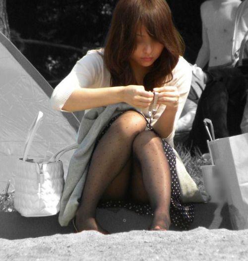 黒ストッキングお姉さんのしゃがみパンチラ盗撮画像まとめ 36枚 No.21