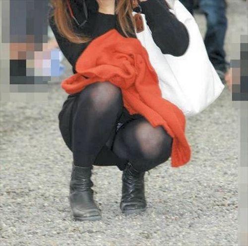黒ストッキングお姉さんのしゃがみパンチラ盗撮画像まとめ 36枚 No.26