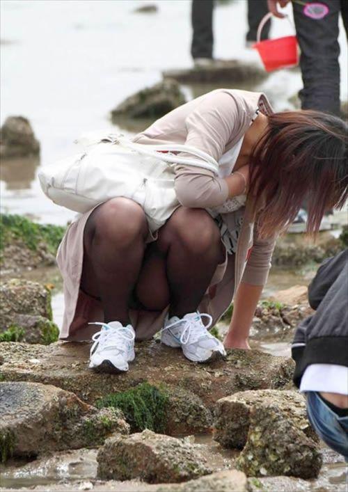 黒ストッキングお姉さんのしゃがみパンチラ盗撮画像まとめ 36枚 No.29