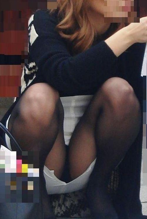 黒ストッキングお姉さんのしゃがみパンチラ盗撮画像まとめ 36枚 No.32