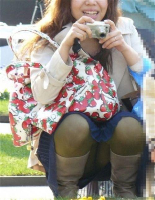 黒ストッキングお姉さんのしゃがみパンチラ盗撮画像まとめ 36枚 No.33