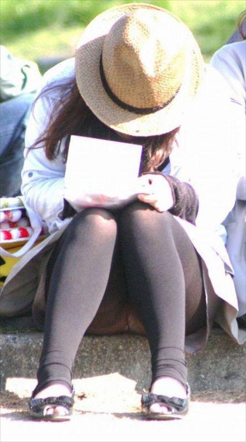 黒ストッキングお姉さんのしゃがみパンチラ盗撮画像まとめ 36枚 No.35