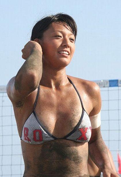 元ビーチバレー浅尾美和の試合中の胸チラ・股間・お尻を盗撮したエロ画像 51枚 No.27