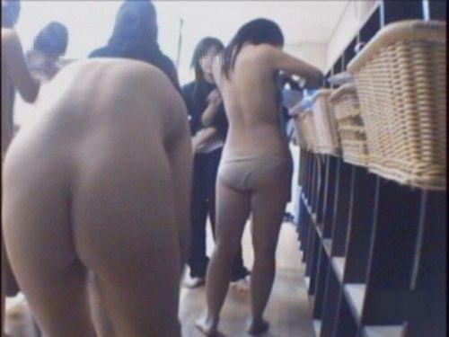 【画像】銭湯や温泉の女子更衣室の着替えを盗撮した結果www 37枚 No.4
