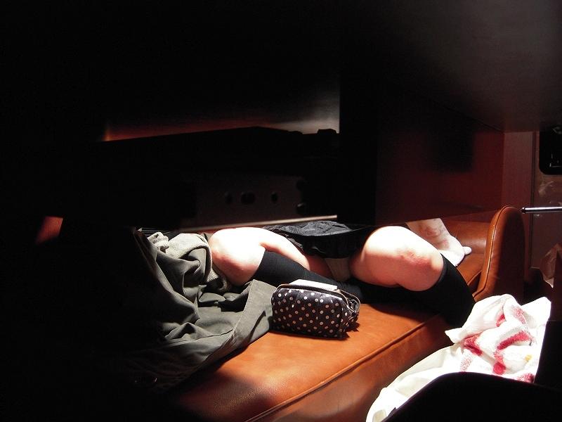 (写真)ネットカフェでくつろいでる女子を秘密撮影したら色々撮れた☆ 30枚