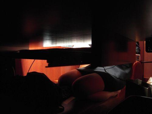 【画像】ネットカフェでくつろいでる女の子を盗撮したら色々撮れた! 30枚 No.21