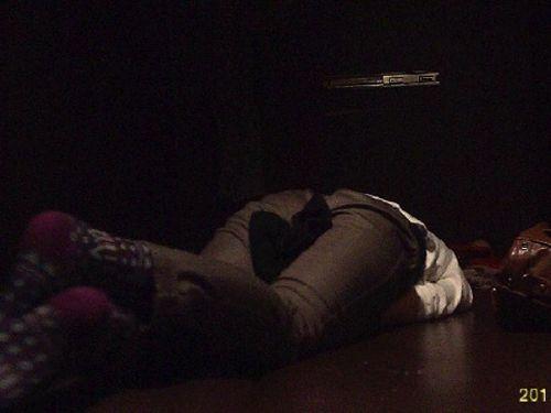 【画像】ネットカフェでくつろいでる女の子を盗撮したら色々撮れた! 30枚 No.25