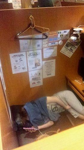 【盗撮画像】ネットカフェに女の子が一人で来たらオナニーしてるってマジ? 33枚 No.2