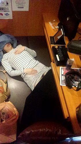 【盗撮画像】ネットカフェに女の子が一人で来たらオナニーしてるってマジ? 33枚 No.30