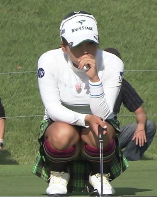 【エロ画像】女子ゴルフのTV中継のハプニングパンチラが抜けるwwww 37枚 No.24