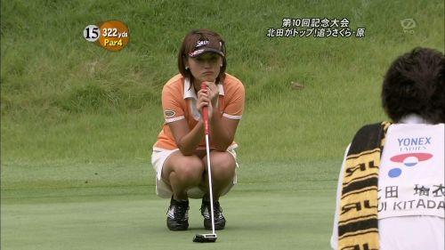 【エロ画像】女子ゴルフのTV中継のハプニングパンチラが抜けるwwww 37枚 No.26