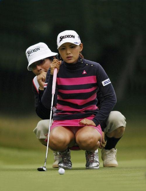 【エロ画像】女子ゴルフのTV中継のハプニングパンチラが抜けるwwww 37枚 No.32
