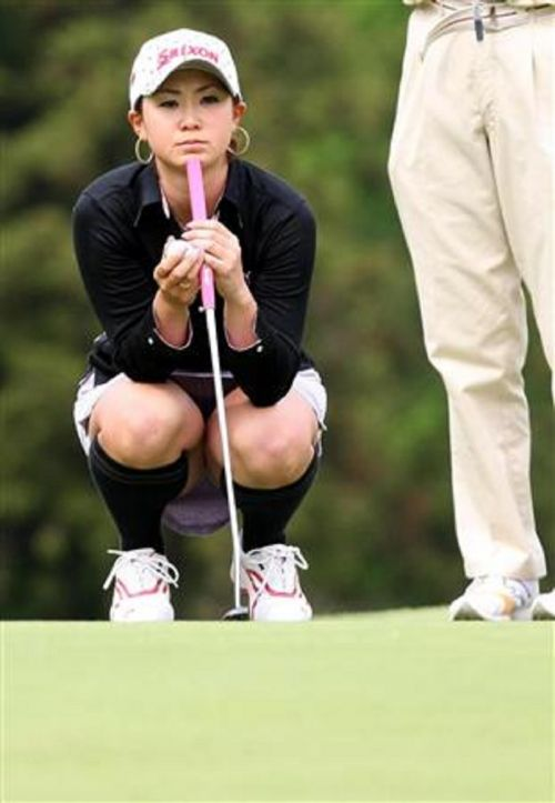 【エロ画像】女子ゴルフのTV中継のハプニングパンチラが抜けるwwww 37枚 No.34