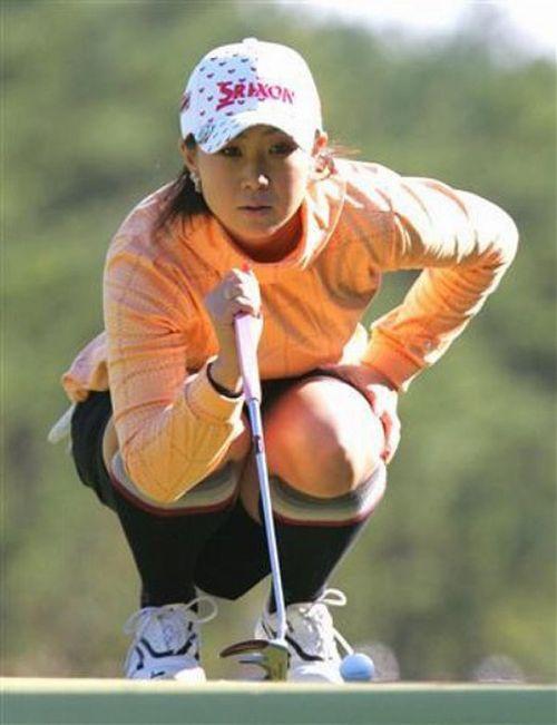 【エロ画像】女子ゴルフのTV中継のハプニングパンチラが抜けるwwww 37枚 No.37