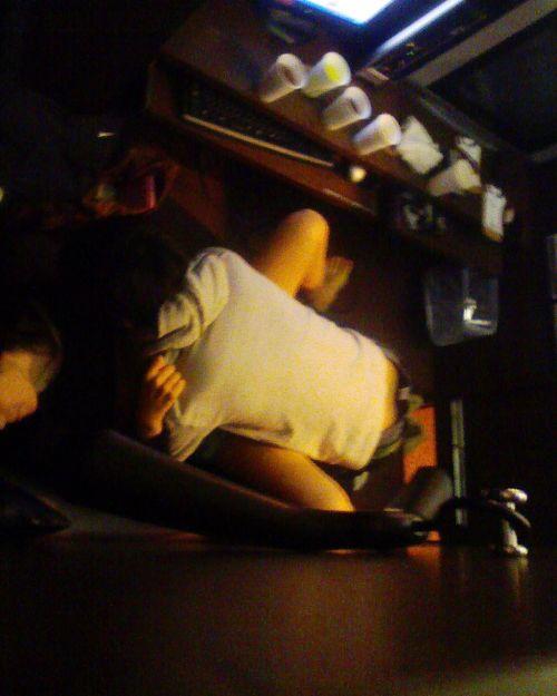 ネットカフェでカップルがホテル代をケチってセックスしてる盗撮エロ画像 31枚 No.12