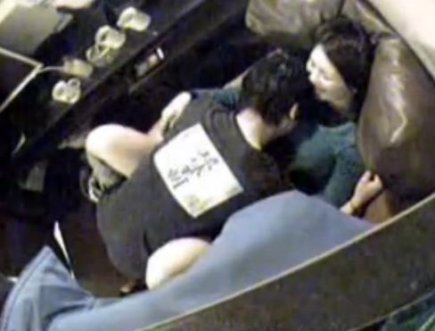 ネットカフェでカップルがホテル代をケチってセックスしてる盗撮エロ画像 31枚 No.13