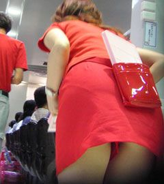 パチンコ店員のスカートの中を盗撮したパンチラ逆さ撮り画像 37枚 No.33