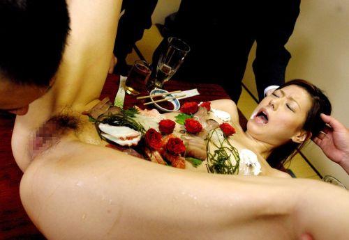 刺し身の味付けは愛液でお願いしたい女体盛りのエロ画像 39枚 No.6