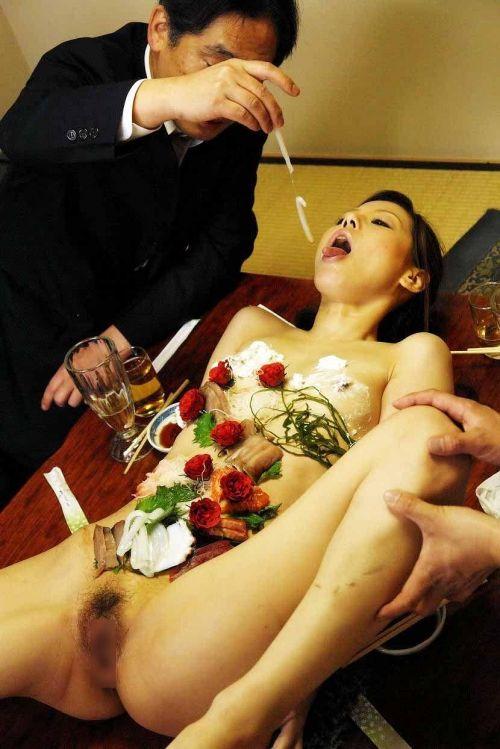 刺し身の味付けは愛液でお願いしたい女体盛りのエロ画像 39枚 No.12