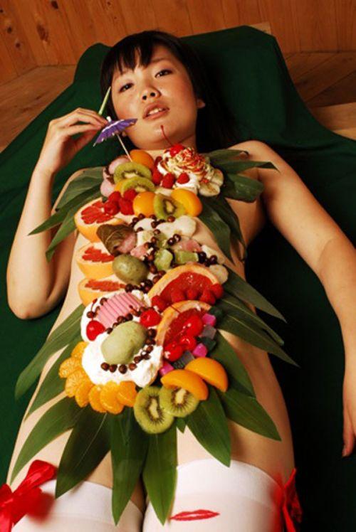 刺し身の味付けは愛液でお願いしたい女体盛りのエロ画像 39枚 No.13