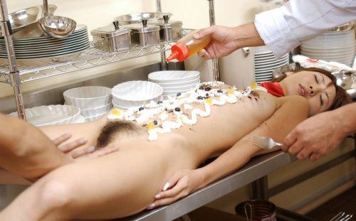 刺し身の味付けは愛液でお願いしたい女体盛りのエロ画像 39枚 No.14