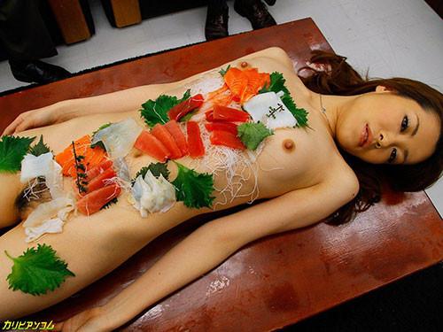 刺し身の味付けは愛液でお願いしたい女体盛りのエロ画像 39枚 No.15