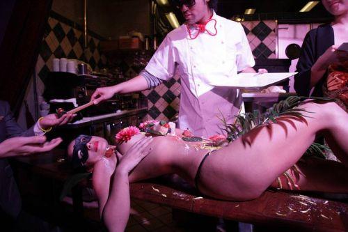 刺し身の味付けは愛液でお願いしたい女体盛りのエロ画像 39枚 No.18